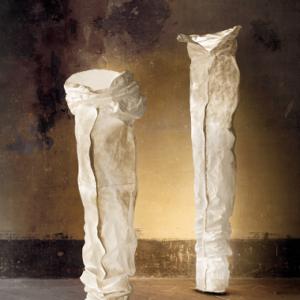 Extravagante kunstvolle Standleuchte|Maße der extravaganten kunstvollen Standleuchte|Extravagante kunstvolle Standleuchte im Raum|Aufstellen der extravaganten kunstvollen Standleuchte